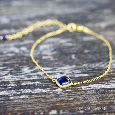 guld-armbaand-med-poleret-kyanit-gold-bracelet-with-polished-kyanite-nicole-piper